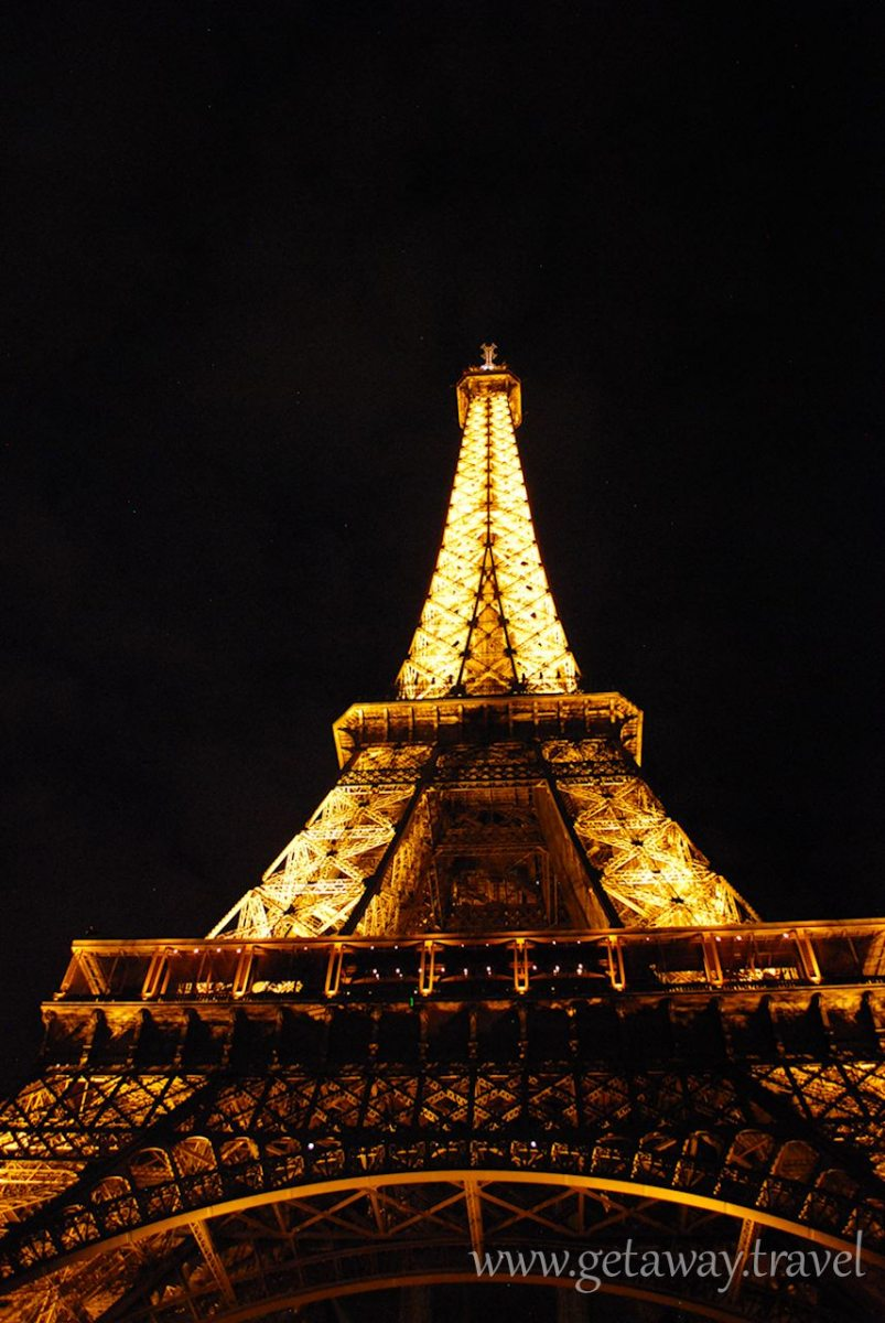 Eiffel-Tower-at-night2